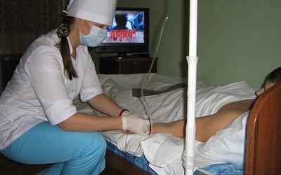 Нарколог находится рядом с больным - Алко-Помощь